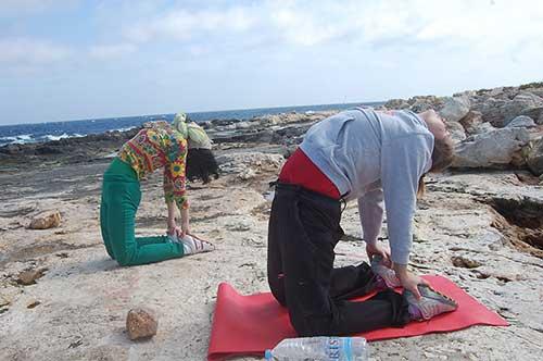 outdoor_yoga_stretch